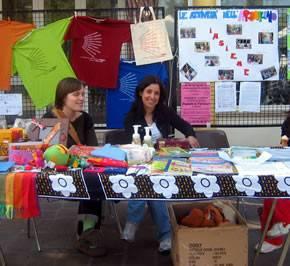 Segavecchia 2007: il banchetto dell'associazione, con le bellissime magliette e i prodotti del mercato equo e solidale